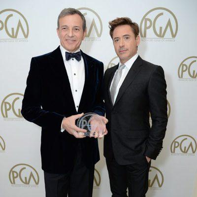 Bob Iger y Robert Downey Jr. en la gala de entrega de los Producers Guild Awards 2014.