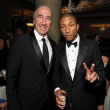 Gary Barber y Pharrell Williams en la gala de entrega de los Producers Guild Awards 2014