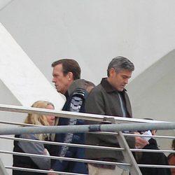 Hugh Laurie y George Clooney en el set de rodaje de 'Tomorrowland' en la Ciudad de las Artes y las Ciencias de Valencia