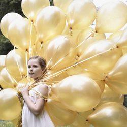 Ingrid Alexandra de Noruega posa con unos globos por su 10 cumpleaños