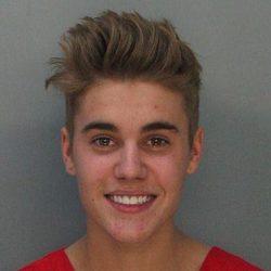 Ficha policial de Justin Bieber tomada por la policía de Miami
