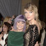 Kelly Osbourne y Taylor Swift en la fiesta Pre-Grammy 2014 de Clive Davis