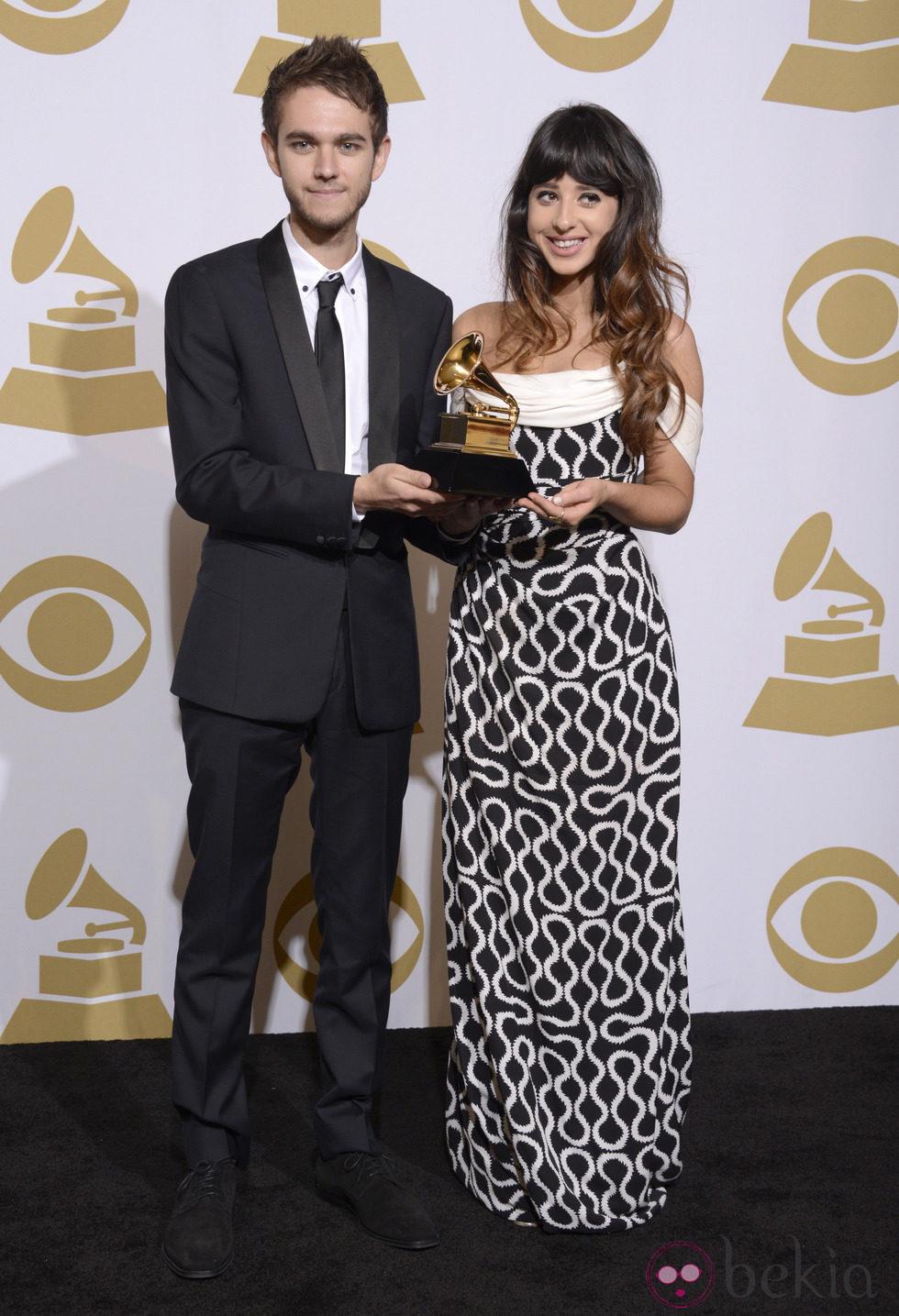 Zedd y Foxes con su premio en los Grammy 2014