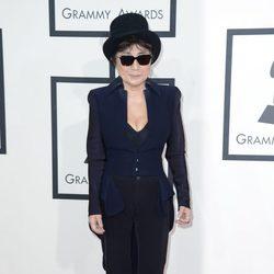Yoko Ono en la alfombra roja de los Grammy 2014