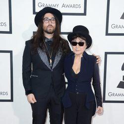 Sean Lennon y Yoko Ono en los Grammy 2014