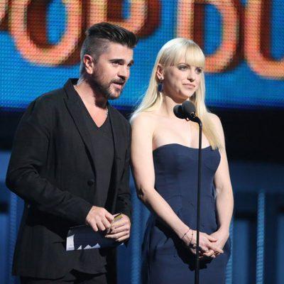Juanes y Anna Faris en la entrega de los Grammy 2014