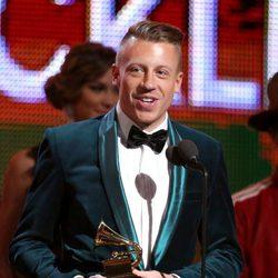 Macklemore recogiendo su galardón en los Grammy 2014