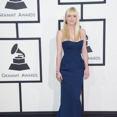 Anna Faris en la alfombra roja de los Grammy 2014