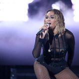 Beyoncé durante su actuación en los Grammy 2014