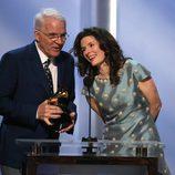 Steve Martin recoge su premio en los Grammy 2014