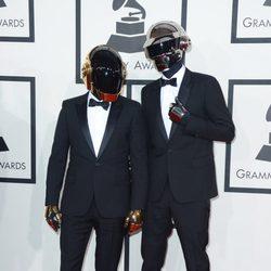 Daft Punk en la alfombra roja de los Grammy 2014