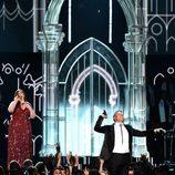 Mary Lambert y Macklemore en los Grammy 2014