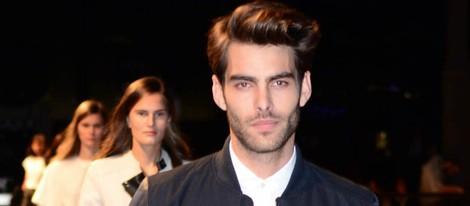 Jon Kortajarena desfilando para Mango en la 080 Barcelona Fashion 2014
