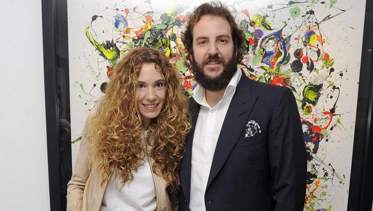 Borja Thyssen y Blanca Cuesta en la inauguración de su exposición de cuadros