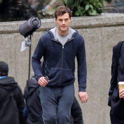 Jamie Dornan haciendo deporte en una escena de 'Cincuenta Sombras de Grey'