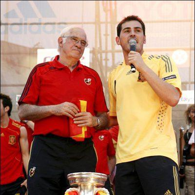 Luis Aragonés e Iker Casillas con la Eurocopa 2008