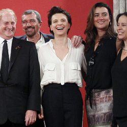 Mike Medavoy, Antonio Banderas, Juliette Binoche, Cote de Pablo y Patricia Reiggs en la presentación de 'Los 33'