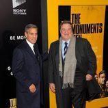 George Clooney y John Goodman en el estreno de 'Monuments Men' en Nueva York