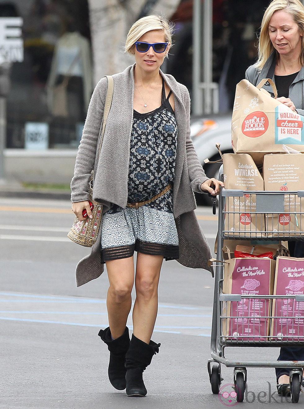 Elsa Pataky presume de embarazo de mellizos en Santa Monica