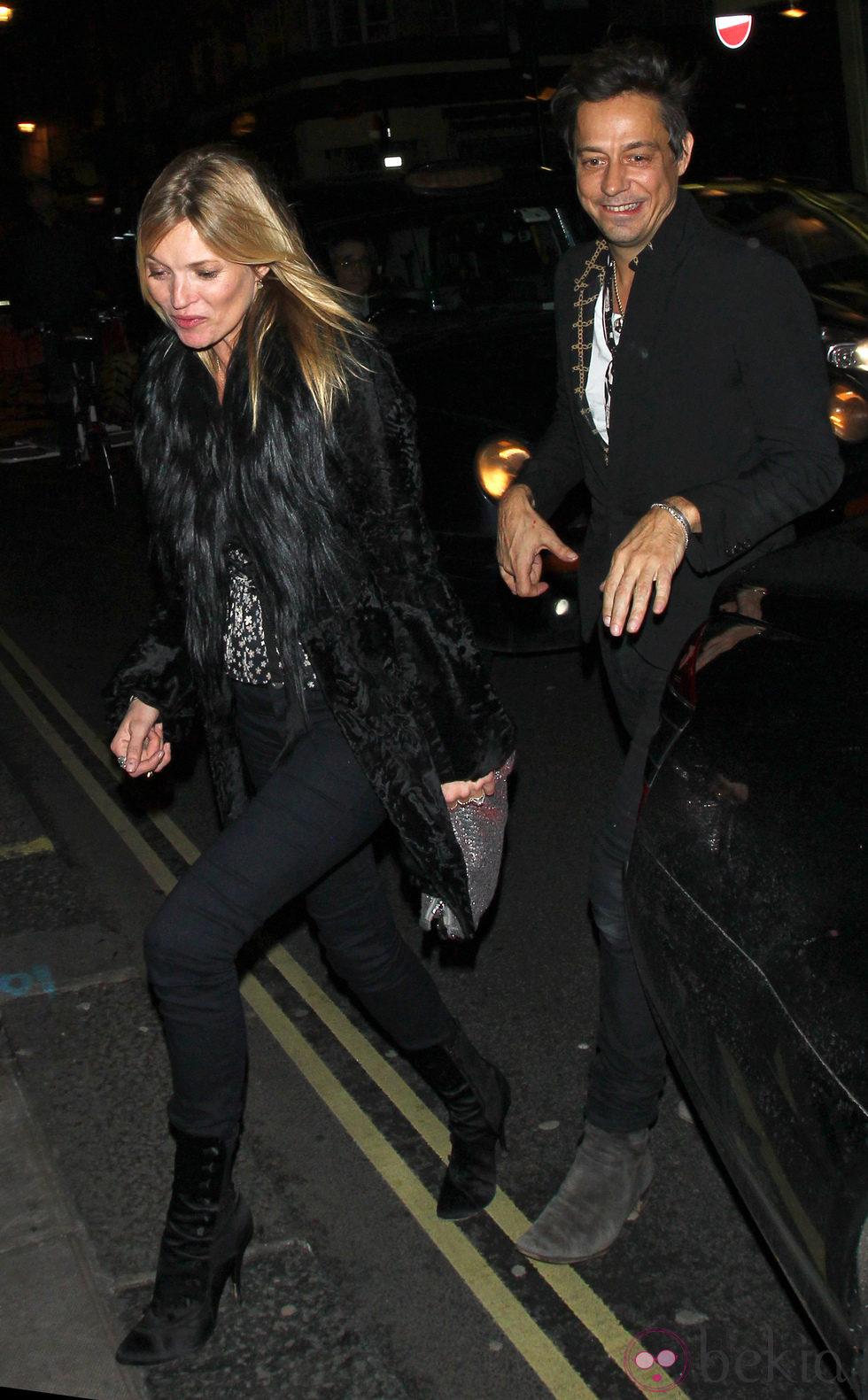 Kate Moss y Jamie Hince, de fiesta por Londres