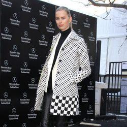 Karolina Kurkova en el desfile de Desigual de la Nueva York Fashion Week 2014