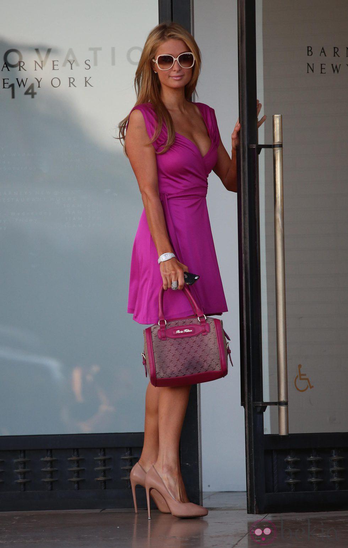 Paris Hilton, look total rosa para ir de compras en Los Angeles
