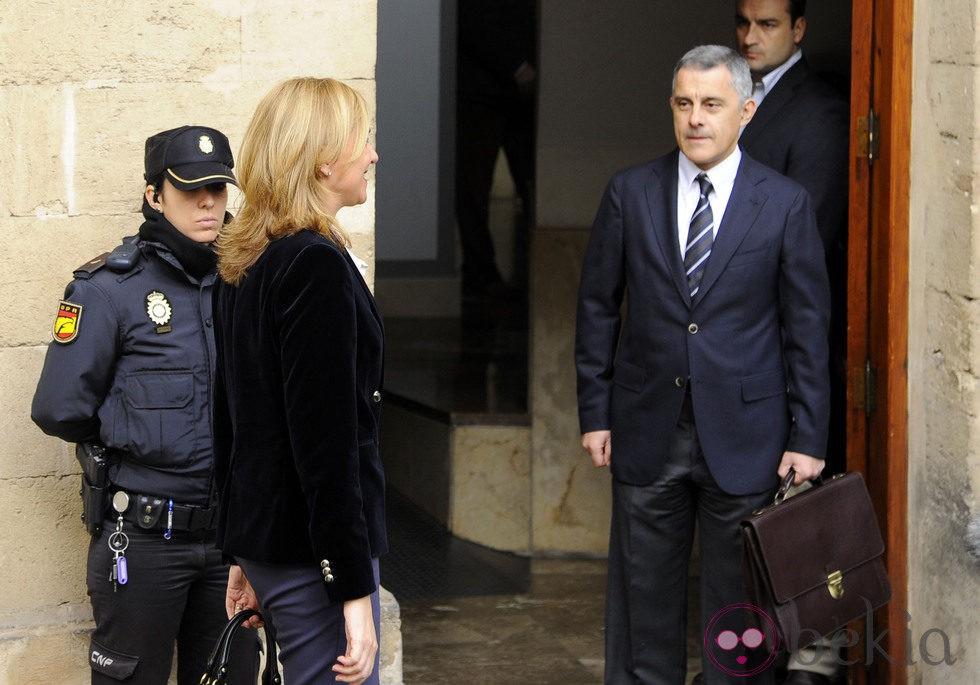 Jesús María Silva recibe a la Infanta Cristina antes de su declaración