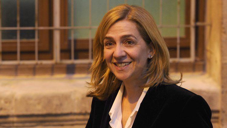 La Infanta Cristina sale de declarar con una sonrisa