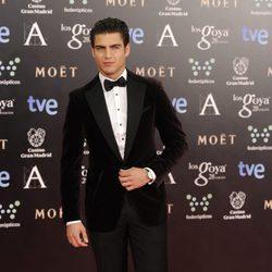 Maxi Iglesias en la alfombra roja de los Goya 2014