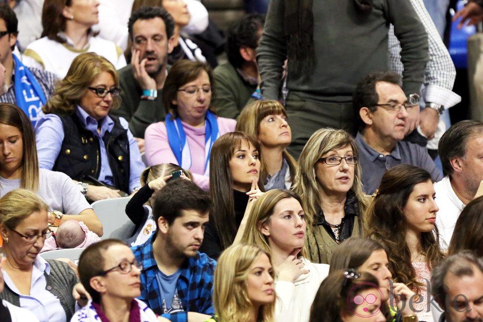 Helen Lindes animando al Real Madrid en la Copa del Rey de baloncesto 2014