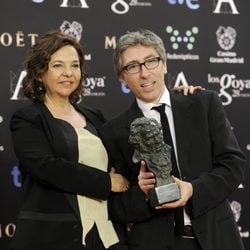 David Trueba posa con su galardón en los Premios Goya 2014