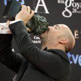 Javier Cámara posa con su galardón en los Premios Goya 2014