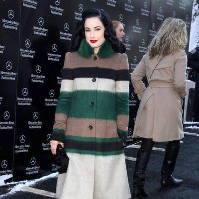 Dita Von Teese en el desfile de Carolina Herrera de la Semana de la Moda de Nueva York 2014