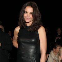 Katie Holmes en el desfile de DKNY en la Semana de la Moda de Nueva York 2014