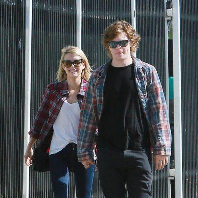 Emma Roberts pasea con Evan Peters para celebrar su 23 cumpleaños