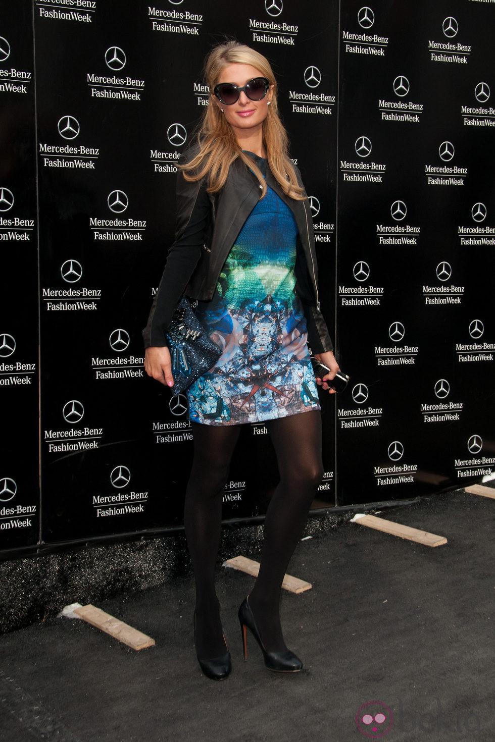 Paris Hilton en el desfile de Ann Sui en la Semana de la Moda de Nueva York 2014
