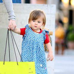 India Rose Hemsworth de compras en Los Angeles
