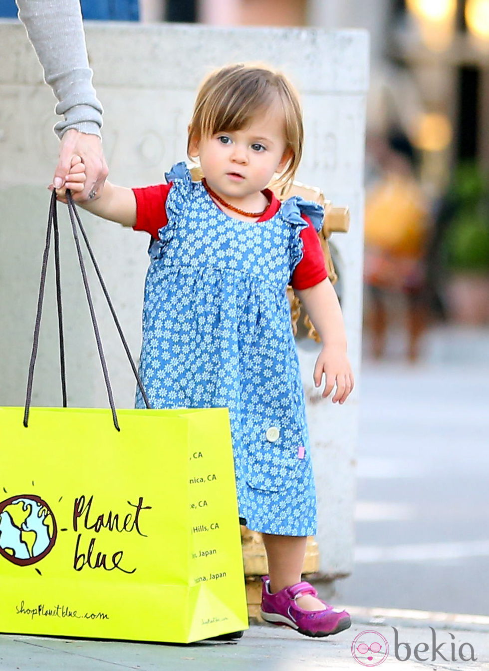 India Rose Hemsworth de compras en Los Angeles