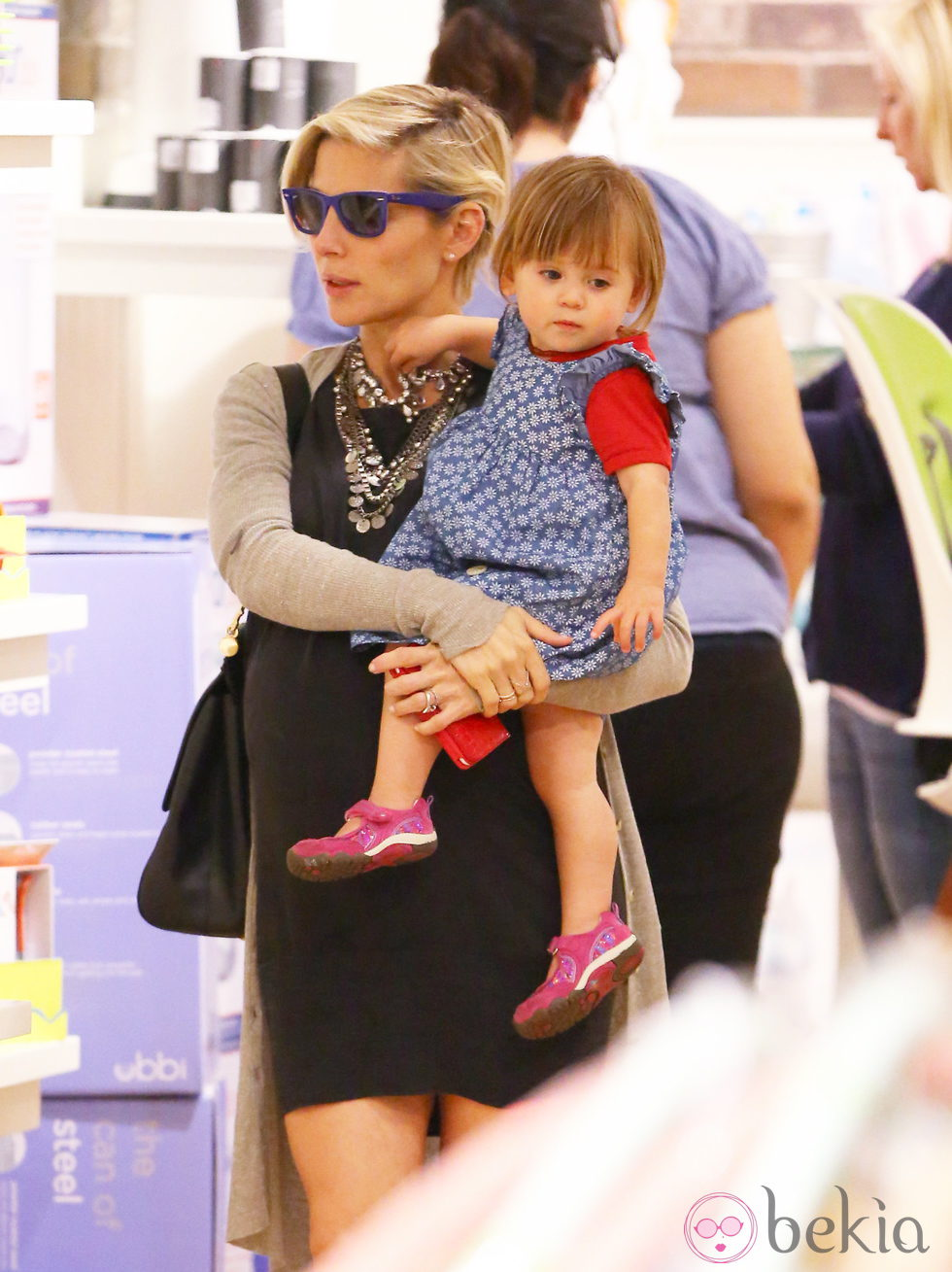 Elsa Pataky de compras en Los Angeles con su hija India Rose