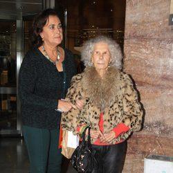 La Duquesa de Alba y Carmen Tello en el Rastrillo Nuevo Futuro de Sevilla 2014