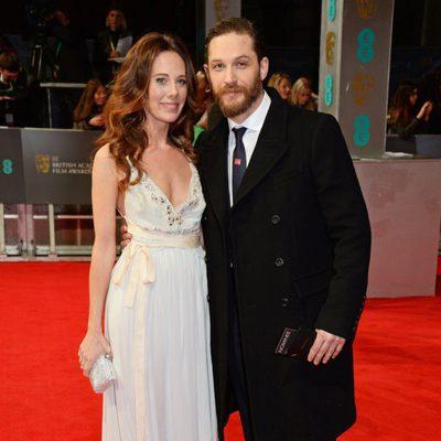 Kelly Marcel y Tom Hardy en la alfombra roja de los BAFTA 2014