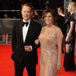 Tom Hanks y Rita Wilson en la alfombra roja de los BAFTA 2014