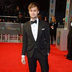 Douglas Booth en la alfombra roja de los BAFTA 2014