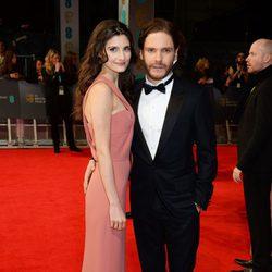 Daniel Brühl y Felicitas Rombold en los BAFTA 2014
