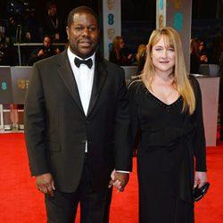 Steve McQueen y Bianca Stigter en la alfombra roja de los BAFTA 2014