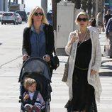 Elsa Pataky con su hija India Rose y su suegra Leonie Hemsworth
