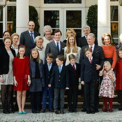 Amadeo de Bélgica y Lili Rosboch con sus familias en su compromiso