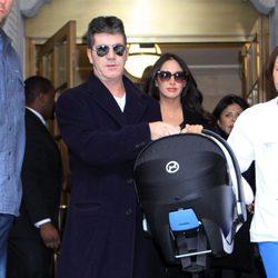 Simon Cowell y Lauren Silverman salen del hospital con su hijo Eric Philip