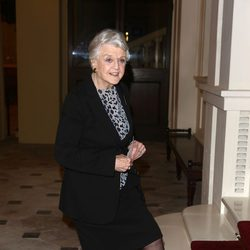 Angela Landsbury en una recepción en Buckingham Palace