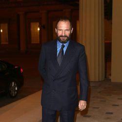 Ralph Fiennes en una recepción en Buckingham Palace
